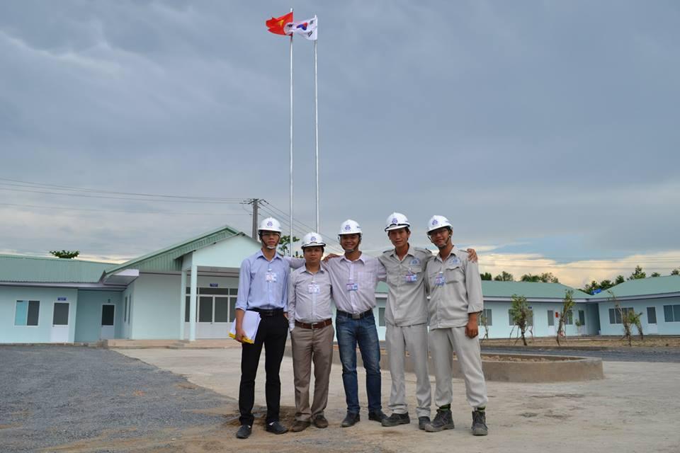 Các cán bộ kỹ sư trẻ tại trụ sở Ban điều hành vừa được xây dựng