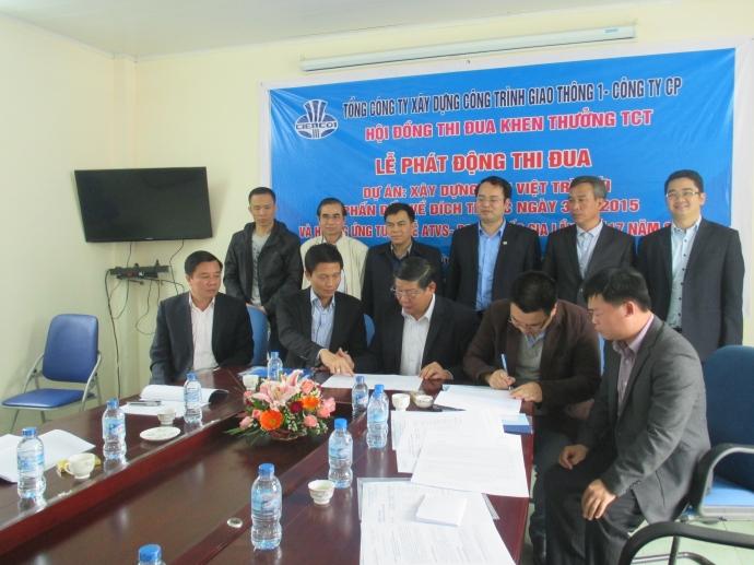 Lãnh đạo TCT và các đơn vị thi công của Cienco1 ký cam kết thi đua đưa cầu Việt Tri về đích sớm