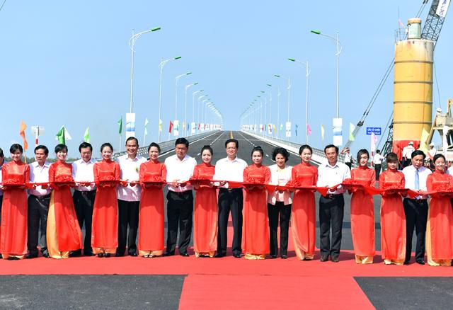Thông xe cầu Cổ Chiên nối liền 2 tỉnh Trà Vinh-Bến Tre