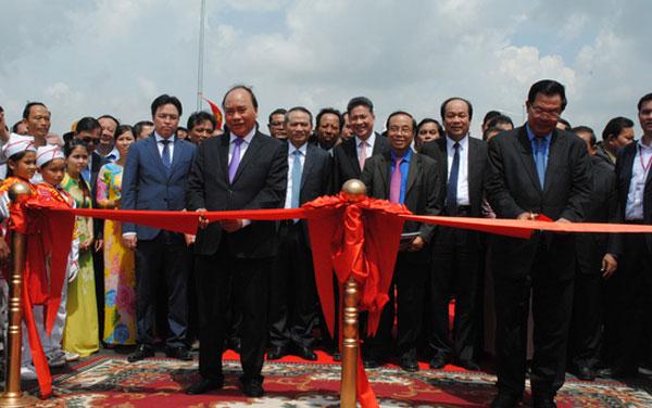 Khánh thành cầu Long Bình - Chrey Thom nối An Giang ( Việt Nam) với Kalda ( Cambodia) do Cienco1 thi công